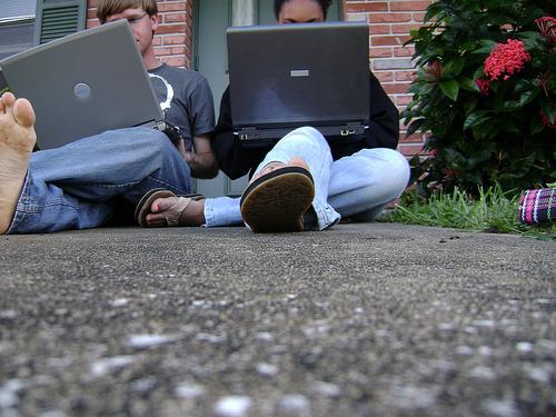 laptops-outside